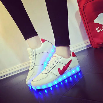Stylish Lightning Low-cut Flat LED Noctilucent Shoes [6734572999]