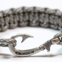Cobra Braid Fish Hook Bracelet (Digital Camo)