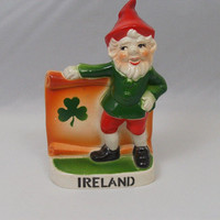 Vintage 70s Irish Leprechaun Shamrock Ireland Hard Plastic Standing Desk Table Plaque St Pattys