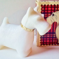 NIB Avon Queen of Scots White Vintage Milk Glass Scottie Dog full Cotillion Cologne 1 fl oz Collectible Decanter Bath Home Decor MINT cond