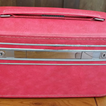 Vintage Raspberry Pink Samsonite Hardside Train Case Cosmetics Case Suit Case Great Retro Travel Style Decor Display Upcycle Repurpose