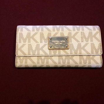 DCCKIN2 Used Michael Kors Wallet