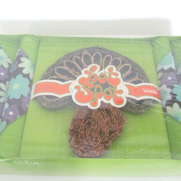 Vintage 1970s Hot Spot Mod Placemat and Napkin Set, Green Placemats, Flower Power Napkins, Mid Century Decor, Vintage Kitchen