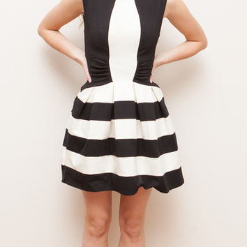 Strata Bold Stripe Dress (Eva Franco)