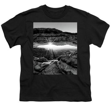 Supernatural West - Mesa Arch Sunburst In Black And White - Youth T-Shirt