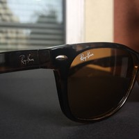 Authentic Ray Ban New Wayfarer Classic in Tortoise Style 2132