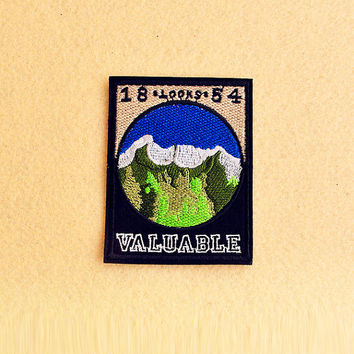 Mountain Patch - Iron on patch -Sew On patch - Embroidered Patch (Size 7.2cm x 9.4cm)