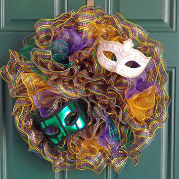 Mardi Gras Deco Mesh Ruffle Wreath with Masquerade Masks