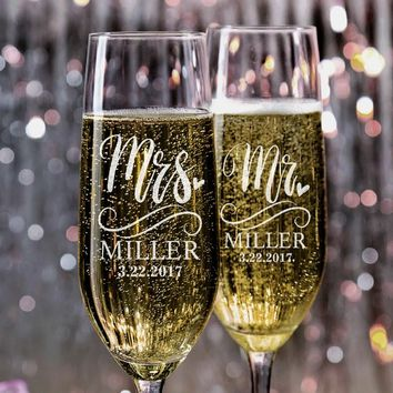 Set of 2, Mr. Mrs. Wedding Champagne Flutes, Personalized Champagne Flute Wedding Favors, Custom Bride and Groom Champagne Glasses #N5
