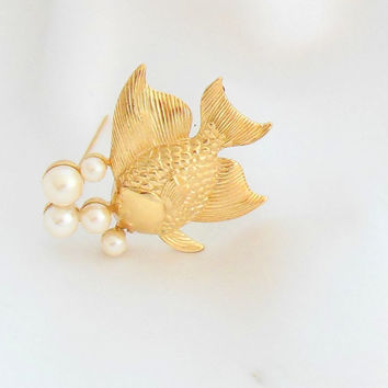 Richelieu Fish Brooch Gold With Pearl Bubbles