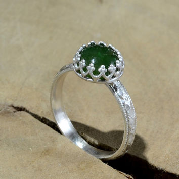Green Jade Gemstone Sterling Silver Ring with Geometrical Patterned Band