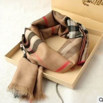 Burberry Great autumn and winter cashmere plaid scarf silk scarves feathering