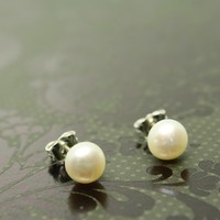 Cultured pearl stud earrings, white, sterling silver post, 6mm