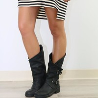 SZ 7 Westward Bound Black Tulip Boot With Buckle Hardware