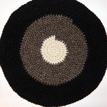 Crochet Rag Rug Pet Bed, Thick Handmade Area Rug, Pet Bed Round Mat in Black, Granite, and Bone Chunky Yarn