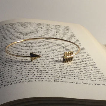 Arrow bracelet,bangle bracelet, 18k gold plated, wire jewelry, boho jewelry, nickel free jewelry, triangle, must-have 2016