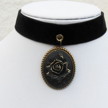 Victorian style velvet choker, goth choker necklace, black gold rimmed rose cameo, antique brass fittings, double sided velvet; UK seller