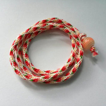 Kumihimo Wrap Friendship Bracelet - Gradient Red Diamonds Pattern