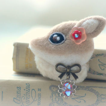 Jeweled deer felt brooch, handmade needle felt wool fawn pin, whimsical animal brooch, children jewelry, deer accessories, gift under 25