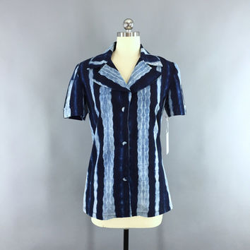 Vintage 1960s Blouse / 60s Tie Dyed Shirt / Summer Button Down Shirt / Navy & Sky Blue Batik / Size Small 4