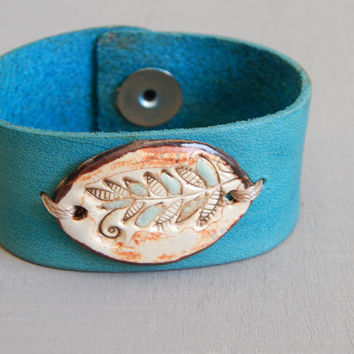 Leather floral ceramic cuff bracelet, boho leather cuff, turquoise leather bracelet, bohemian style, boho style, artisan, flower