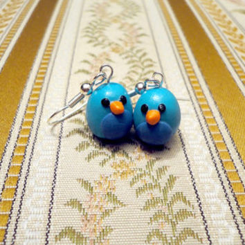 Small bird earrings handmade from turqoise and by NellinShoppi