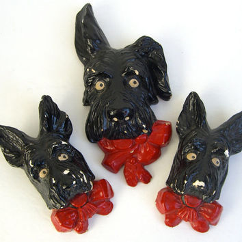 Scotty Dog Wall Hangings Trio Kitsch , Dog heads , Shabby chic chalkware dog faces