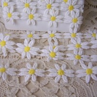 Daisy Trim WHITE AND YELLOW 1inch Daisies -1 7/8 yards (remnant)