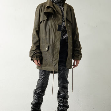 Military parka with oversized sleeves in waxed khaki cotton canvas