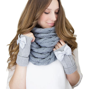 LIGHT GRAY SET fingerless mittens and cable knit scarf set, cable knit infinity scarf, gray cable knit