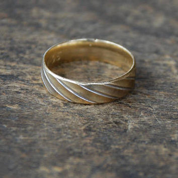 Vintage 10K Yellow Gold Wedding Band Ring Unisex 6mm Wide White Gold Diagonal Lines Comfort Fit Size 10.5 US 1990's // Vintage Fine Jewelry