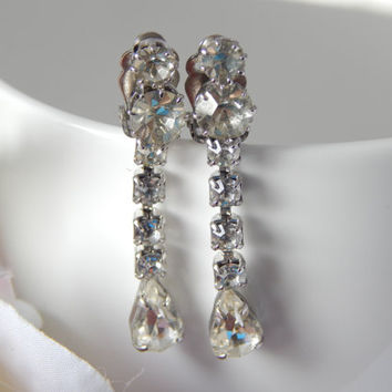 Vintage 1950s Clear Paste Pear Drop Clip on Earrings