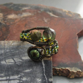 Gunmetal Glass and Wire Cocktail Fashion RIng