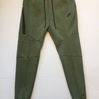 KUYOU Nike Sportswear Tech Fleece Jogger Palm Green 805162-387