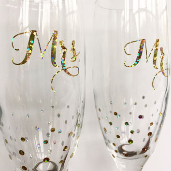 Champagne Flutes - Personalized Champagne Flutes - Champagne Glasses - Champagne Flutes Wedding - Champagne Flutes Gold - Mr and Mrs Glasses