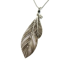 Simple Elegant Leaves Shaped Floral Pendant Necklace in Silver | DOTOLY