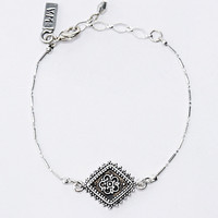 Vanessa Mooney The Diamond Lace Bracelet in Silver - Urban Outfitters