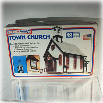 Life Like Town Church No. 1350 HO Scale buiding model kit and Manual