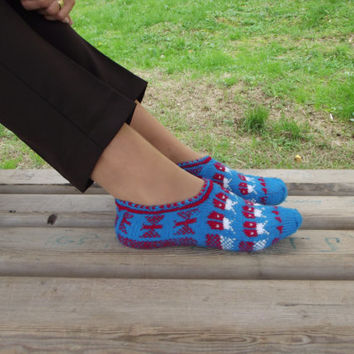 Valentine's Day Gift Ladybug Blue Red Slippers, Winter Fashion Hand Knit Socks Slipper for Adults, Crochet Womens Slippers Winter Trends
