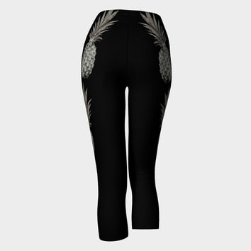 Lady's Capri leggings Summer Capri Yoga leggings Three-quarter leggings with pineapples print Black and grey