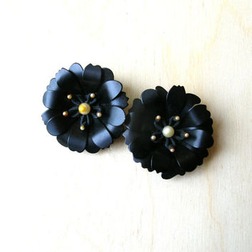 Black Enamel Flower Earrings  - Flower Earring - Vintage Flower Earrings - Black Earrings