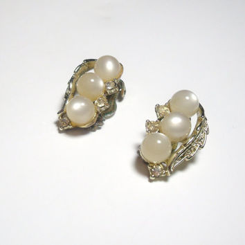 Vintage Earrings Pearl Cabochon rhinestone gold clip on earrings leaf design