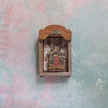 Dollhouse Miniature Large Shadow Box with Renaissance Queen