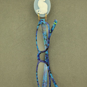 Handmade Acrylic White Cat on Dresden Blue Oval Magnetic Brooch or Eyeglass Holder