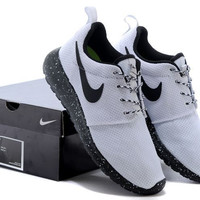n061 - Nike Roshe Run (Oreo Black/White)