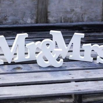 CREYUG3 1set 'Mr&Mrs' 8cm English wedding wood crafts wooden letters marking photo frame (Color: White) = 1932238340