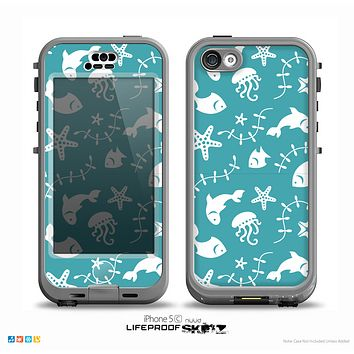 The Blue and White Cartoon Sea Creatures Skin for the iPhone 5c nüüd LifeProof Case
