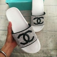 Chanel Fashion New Women Diamond Shining Sequin Double C Fashion Slippers Sandals White