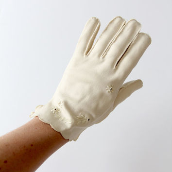 vintage 1940s ivory gloves by Wear Right, wrist length wedding gloves