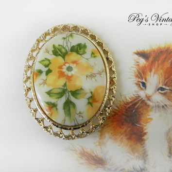Vintage Oval White Milk Glass Brooch / Floral Yellow Flower Brooch,  Vintage Gold Tone Cameo Pin